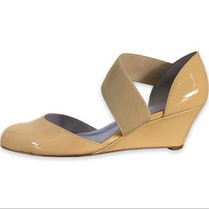 Johnston & Murphy Round Toe Open Wedge Shoes